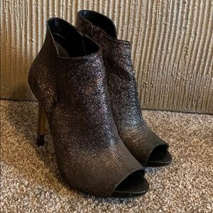 Guess Shimmery Black/Silver Peep Toe Heel!